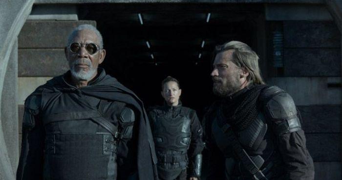 """Morgan Freeman y el """"Lannister/matareyes de Juego de Tronos"""" en """"Oblivion"""" (2013)"""