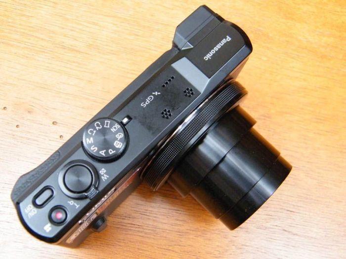 Panasonic LUMIX DMC-TZ60 (vista superior). Foto de Xavier Sastre Silvestre