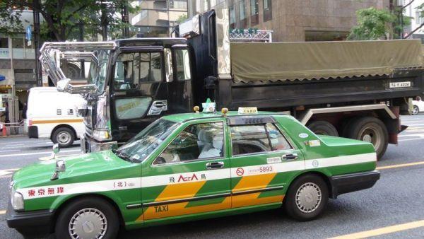 """Foto tomada en la calle capturando vehículos en movimiento. La TZ60 """"congela"""" las tomas. Foto tomada por Xavier Sastre Silvestre con Panasonic TZ60"""