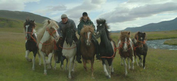 De caballos y hombres (2013)