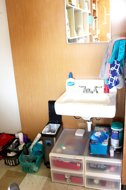 dorm sink at texas tech - Texas Tech Dorm Rooms Tour by popular Texas lifestyle blogger Audrey Madison Stowe