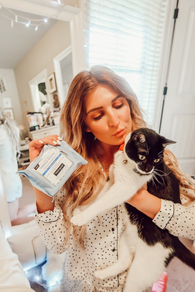 Removing makeup Just got easier with Neutrogena | Audrey Madison Stowe a fashion and lifestyle blogger - Makeup Remover Wipes by Texas beauty blogger Audrey Madison Stowe