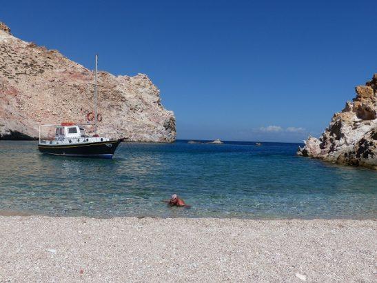Kaiki ist ein griechisches Fischerboot auf Milos