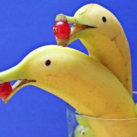 Reisen bildet: Wozu sind die weißen Fäden an der Banane