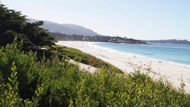 Prämienmeilen in Statusmeilen und bequem zum weißen Strand von Carmel reisen