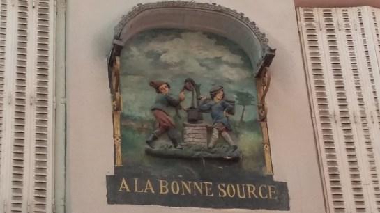 Quartier rue Mouffetard Paris enseigne