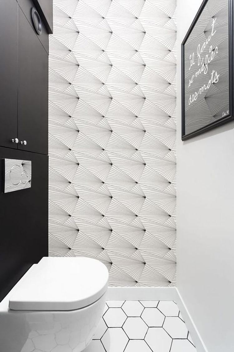 du papier peint dans les toilettes
