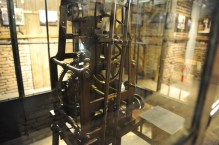läuft seit fast 500 Jahren (natürlich ein Schweizer Uhrwerk)