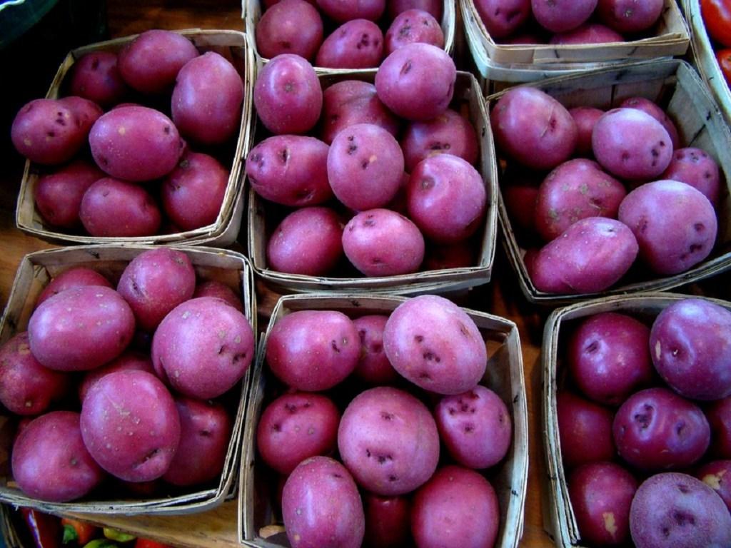 beneficios de comer papas moradas