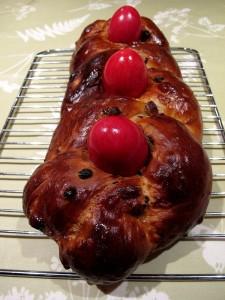 Tsoureki, traditional Greek Easter Bread © David Joyce (https://www.flickr.com/photos/bobba_dwj/17146723452)