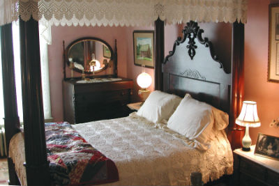 5 Reasons Why Four Poster Beds Are A Must Have For Your Master Bedroom