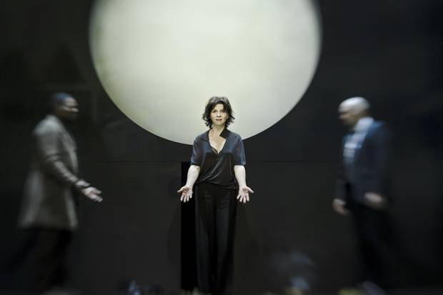 Antigone_theatre_de_la_ville_juliette_binoche_ivo_van_hove