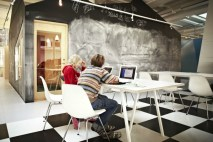 The-Lunch-Club-is-both-a-place-for-working-and-eating_Design-RosanBosch_Photo-Kim-Wendt