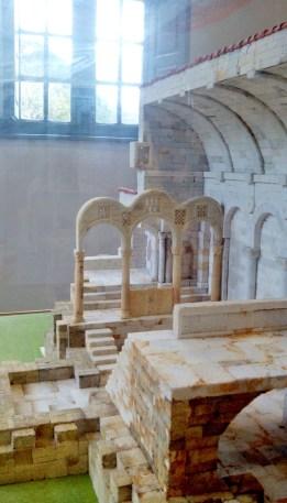 Maqueta explicativa interior de la iglesia de Santa Cristina de Lena