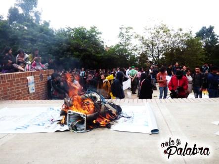 Encapuchados queman cámaras, Universidad Distrital