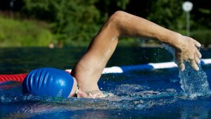 nadar es uno de los principales ejercicios para mejorar la sexualidad masculina