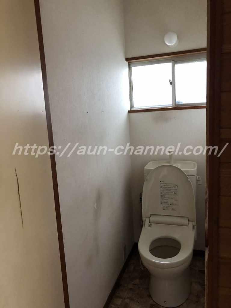 ボロボロのトイレ