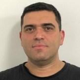 Ivan Bueno Raposo, técnico em Eletrotécnica no Serviço Técnico de Altas Potências do IEE USP. Trabalha em pesquisa, desenvolvimento e ensaios de Equipamentos para Altas Correntes, sistemas de Potência e EPI para arco elétrico.