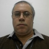 Luis Eduardo Caires, mestre em Engenharia Elétrica. É supervisor do Serviço Técnico de Altas Potências do IEE USP e trabalha em pesquisa, desenvolvimento e ensaios de Equipamentos para altas correntes, sistemas de potência e EPI para arco elétrico.