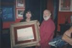 Sara Montiel y Aunión con un cuadro del artista.