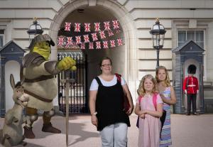 shrk-entr-temp_2016-09-07t0957044370100_0833f030-91a4-4481-aabe-1c72c5382995, Shrek, Bukingham, Lontoo, London, lasten kanssa, seikkailu, kuninkaallinen