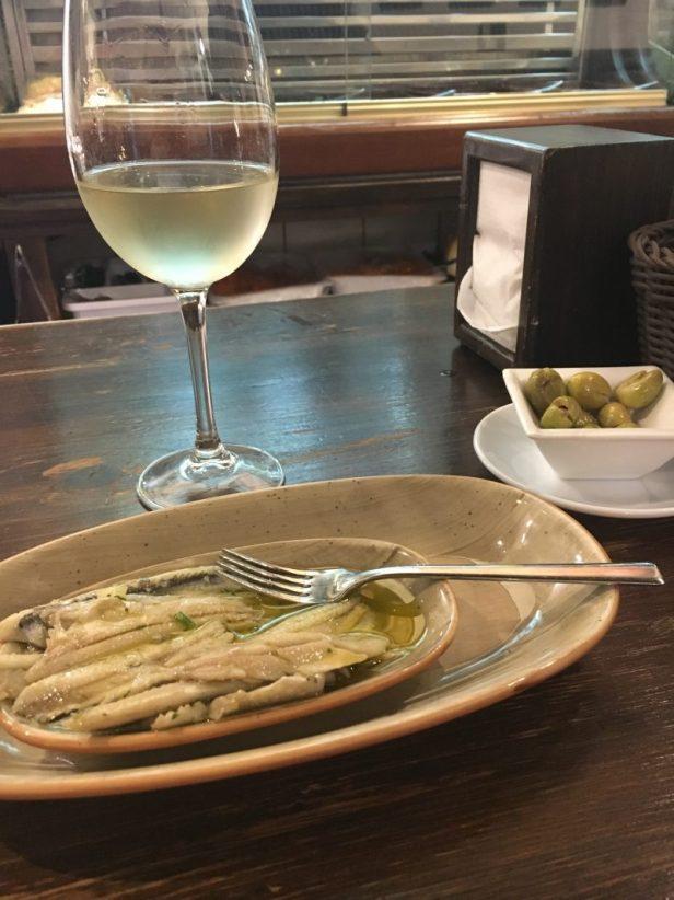 tapasbaari, bodega, lasi viiniä