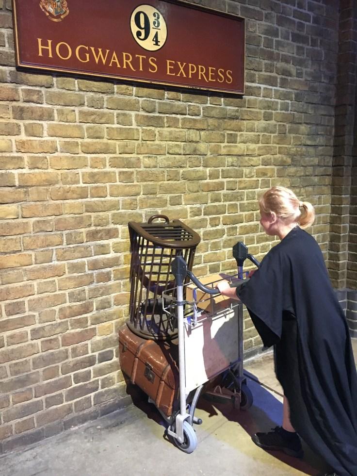 Harry Potter, Lontoo, London, 9 3/4, Hogwarts express, Tylypahkan pikajuna