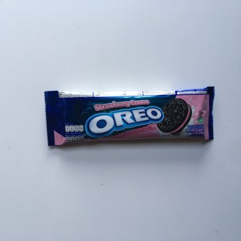 Oreo Strawberry Cream Cookies Snack Pack (29g) from Auntie Ammies American Candy Shop
