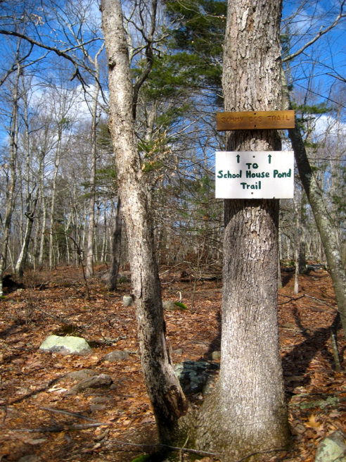 schoolhouse pond trail sign