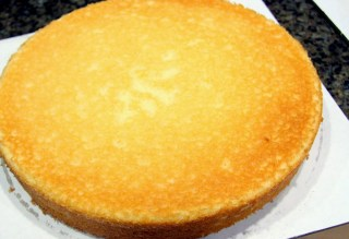layer of lemon cake