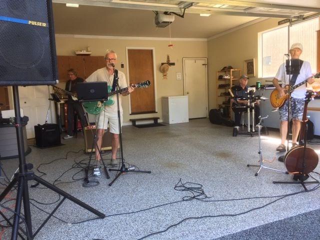 Rock n' Folk playing in the garage.