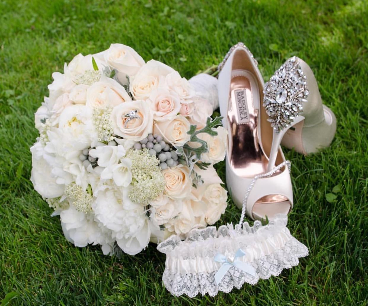 wedding chair covers montreal yard chairs plastic aura design  fleuriste florist just