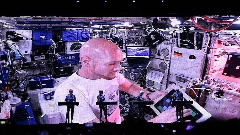 I Kraftwerk si sono collegati con la Stazione Spaziale ISS durante un loro concerto