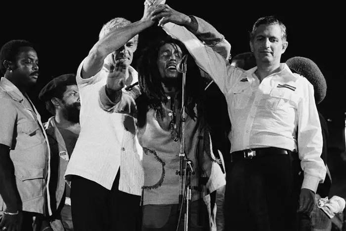 Bob-Marley-joins-the-hands-of-Michael-Manley-Edward-Seaga