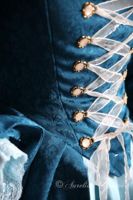 Aurelia Creative barockes Larp Ballkleid in Blau Detailfoto