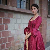 Aurelia Creative beerenfarbenes barockes Larp Ballkleid, Kostüme Übersichtsbild