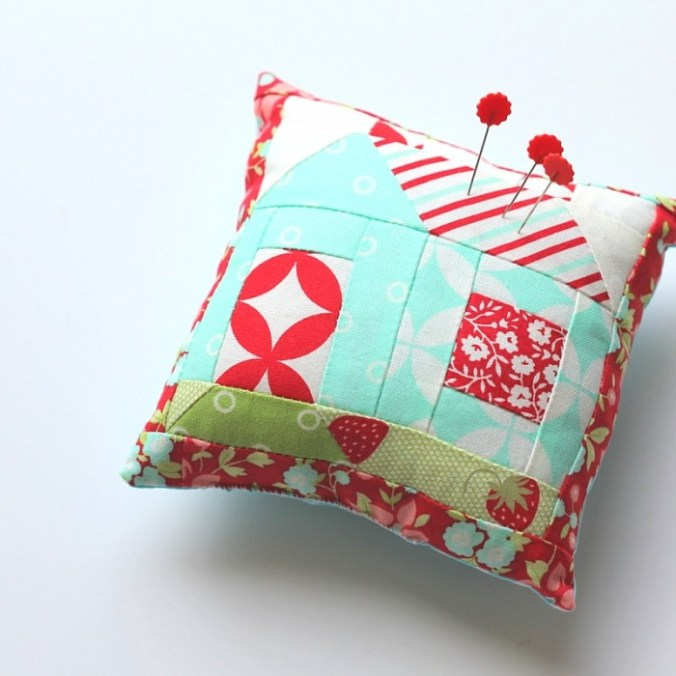 CozyCottagePincushion-TheCraftyMummy
