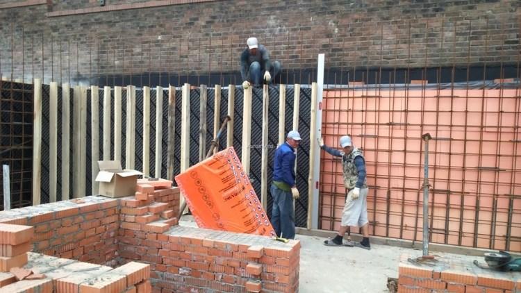 изготовление опалубки, армирование и бетонирование стен