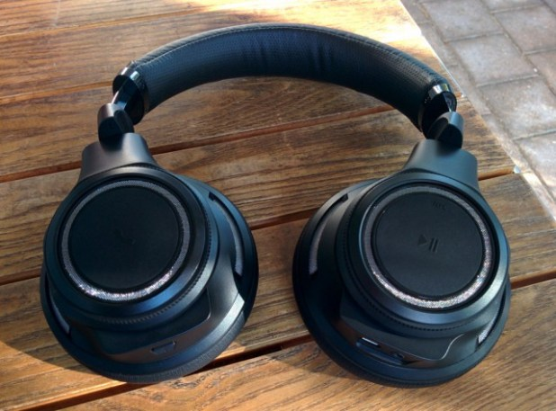 Plantronics-BackBeatPro-Flat