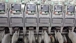 oppo-factory-soldering