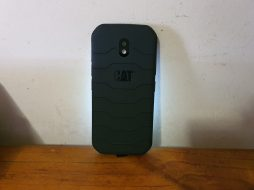 Rear of CAT S42 with 13MP camera