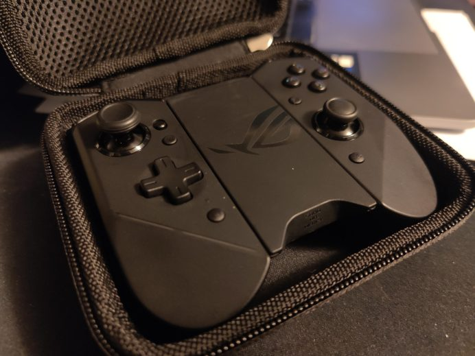 Kunai Gamepad in case