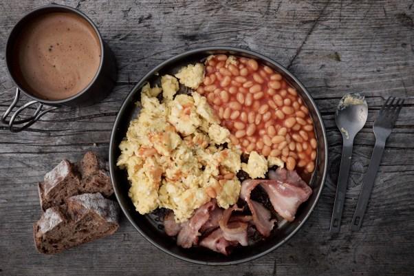Bacon, Ei und Bohnen