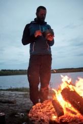 Essen vor dem Feuer