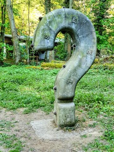 Fragezeichen Skulptur