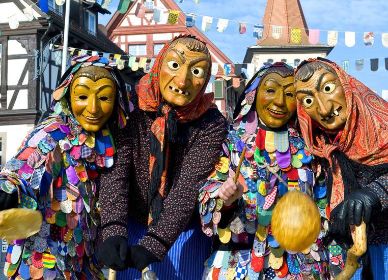 Traditionelle Fastnachtsfiguren in Gengenbach im Kinzigtal.