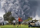 PHOTO / Golfers play on as volcano erupts behind them