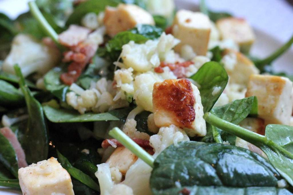 Keto halloumi salad with cauliflower