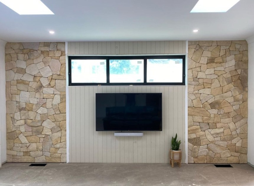 Banded-irregular-stone-cladding-project-by-Exactstone-in-Berowra-New-South-Wales