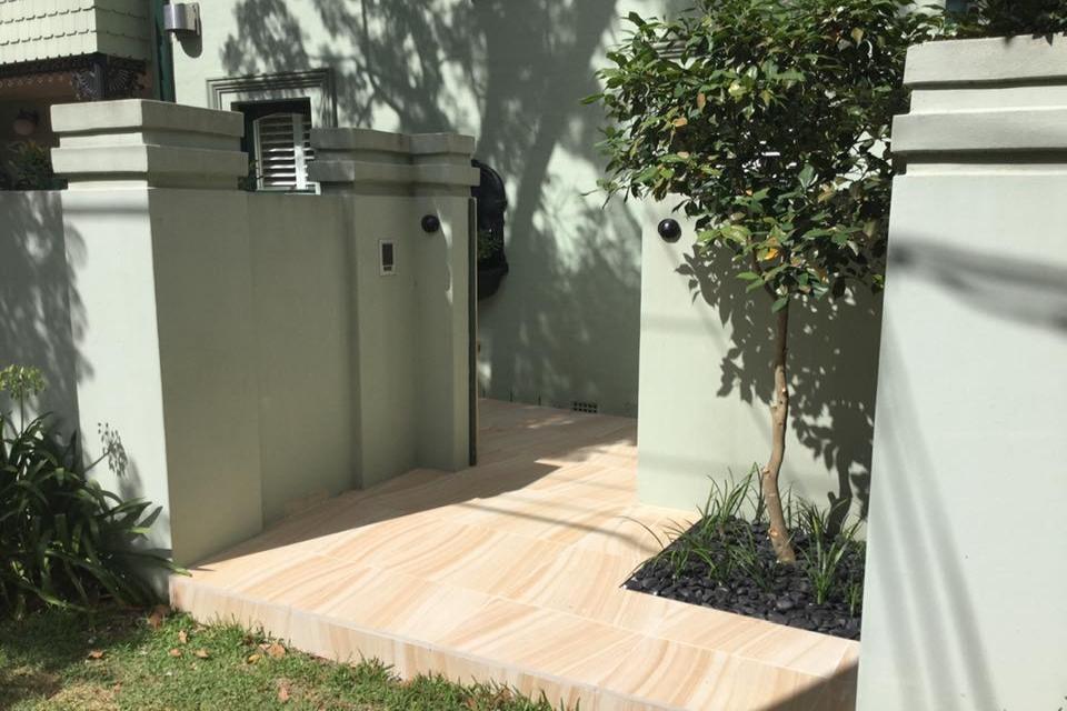 Garden floor using Urban series porcelain sandstone